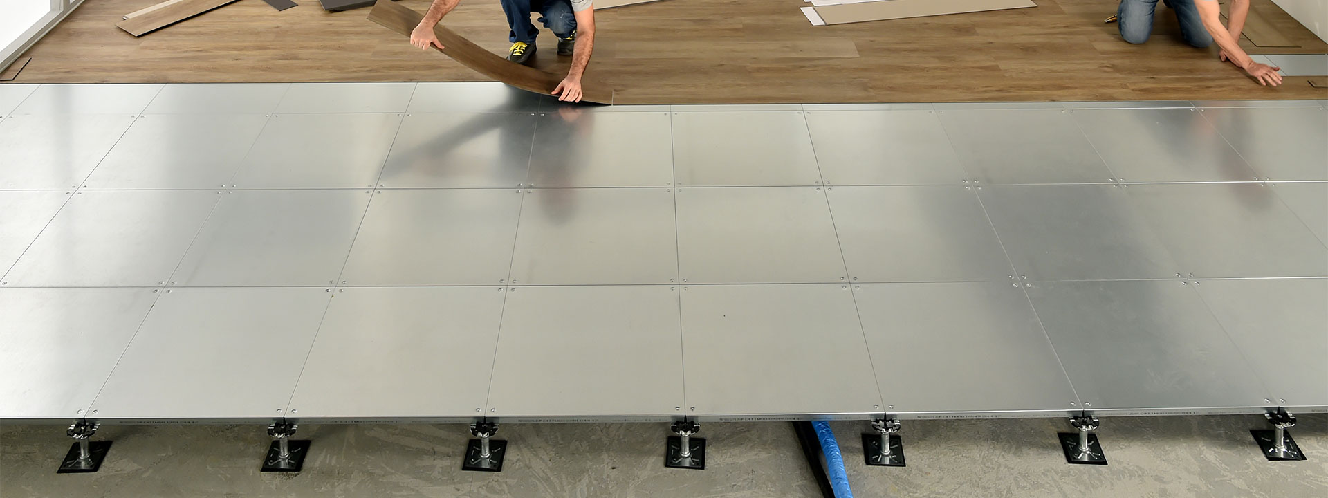 Raised acces floor with pvc finishes